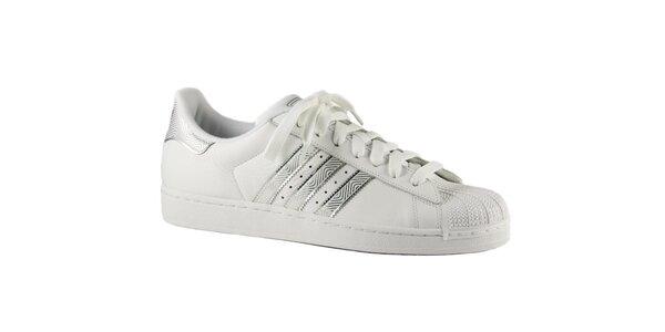 Pánske biele tenisky Adidas so striebornými detailami a gumovou špičkou