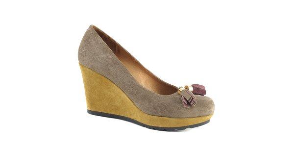 Dámske topánky na kline so strapcami Café Noir