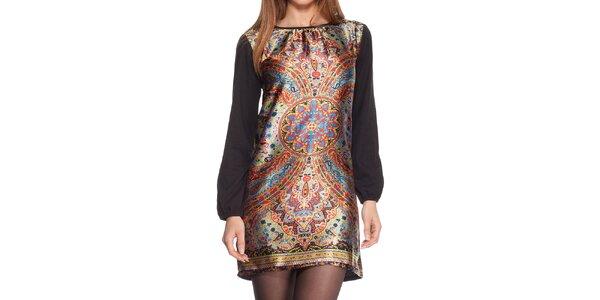 Dámske čierne šaty s farebným vzorom na prednej strane Peace&Love