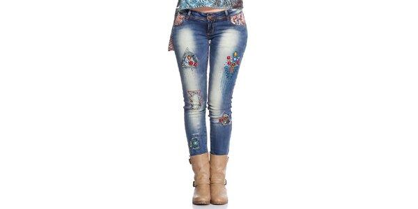 Dámske džínsy s dekoratívnou aplikáciou Peace&Love
