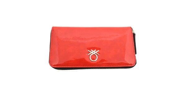 Dámska lesklá peňaženka United Colors of Benetton - červená
