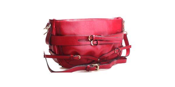 Sýto červená kabelka cez rameno