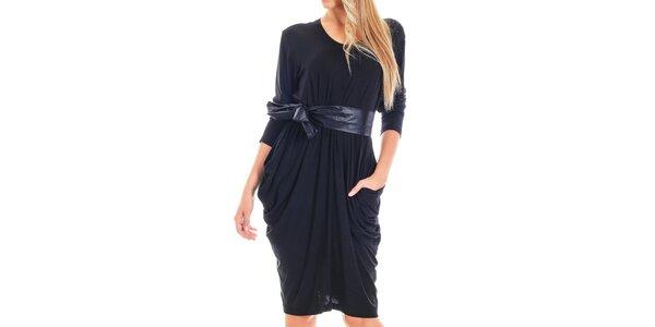 Dámske čierne šaty s lesklým opaskom Berry Couture
