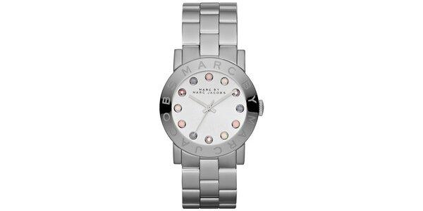 Dámske analógové hodinky s farebnými indexmi Marc Jacobs