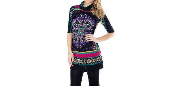 Dámske čierne šaty s fialovou elegantnou potlačou First