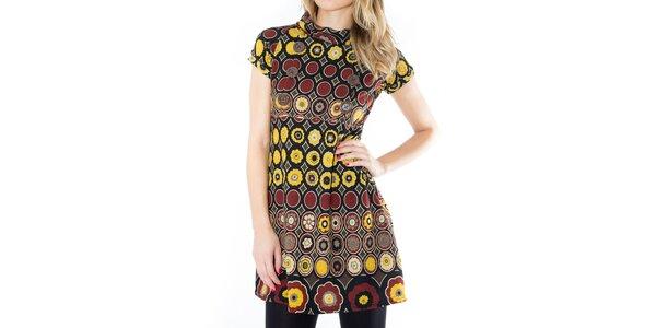 Dámske vzorované šaty s hnedými gombíkmi First