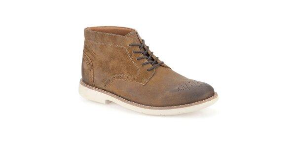 Pánske hnedé členkové topánky s ozdobnou perforáciou Clarks