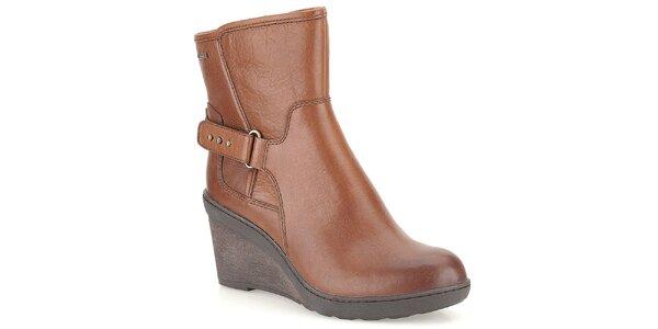 Dámske hnedé kožené topánky na kline Clarks