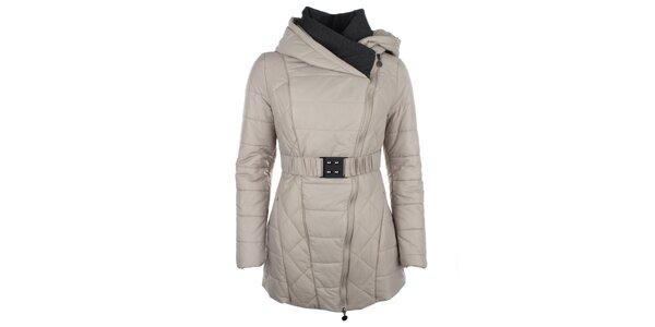 Dámsky béžový kabátik so šikmým zipsom Fly Moda