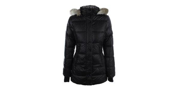 Dámsky čierny prešívaný kabát s kožúškom Halifax