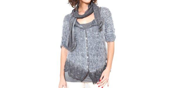 Dámsky šedý chlpatý svetrík s tričkom a šálom Mademoiselle Agathe