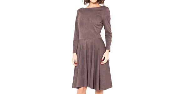 Dámske hnedé šaty s lodičkovým výstrihom Mademoiselle Agathe