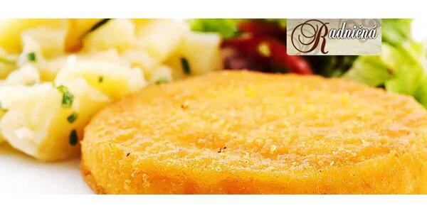 Vyprážaný syr so šunkou pre 2 osoby s hranolkami alebo opekanými zemiakmi