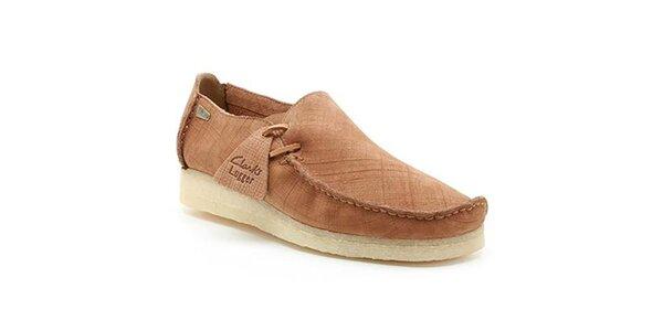 Pánske topánky s prešívaním na špičke Clarks