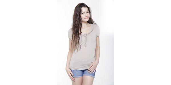 Dámske tričko s krátkym rukávom a mašličkou vo farbe slonovinovej kosti Peace…