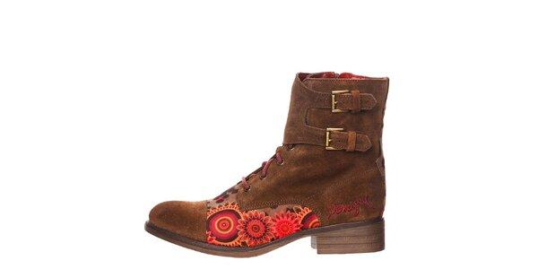 Dámske hnedé členkové topánky s prackami Desigual
