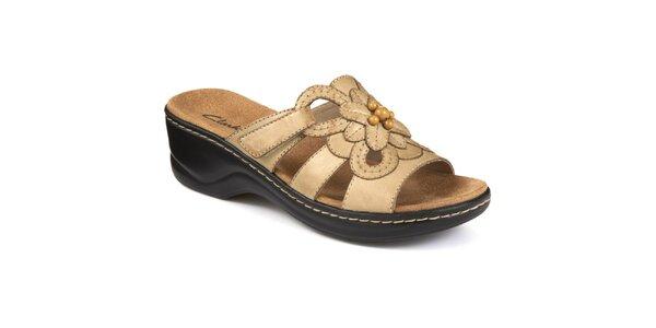 Dámske béžové topánky s kvetinou Clarks