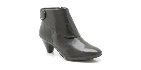 Dámske čierne členkové topánky s gombíkom Clarks
