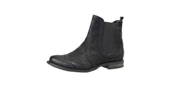 Dámske čierne členkové topánky s dekoratívnou perforáciou Bullboxer