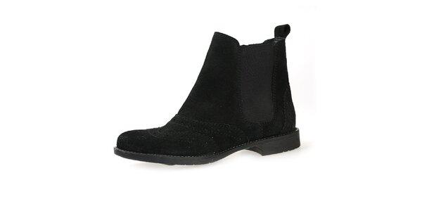 Dámske čierne semišové topánky s elastickou vsadkou Bullboxer