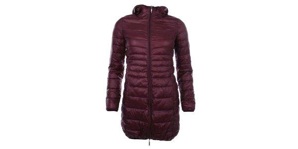 Dámsky prešívaný bordó kabát s kapucňou SMF Jeans