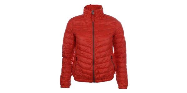 Dámska červená prešívaná bunda so stojáčikom SMF Jeans