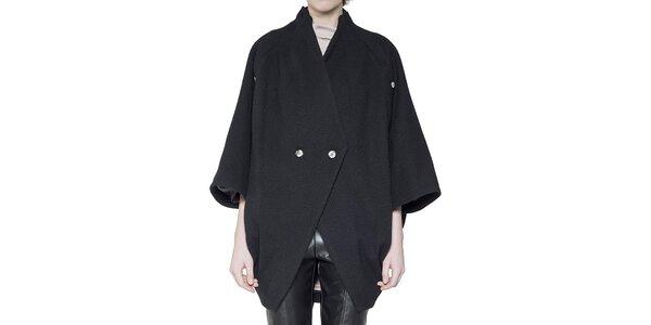 Dámsky čierny vlnený kabátik so širokými rukávmi Gene