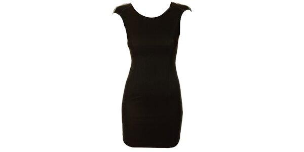 Dámske čierne púzdrové šaty Comptoir des Parisiennes so zlatou reťazou