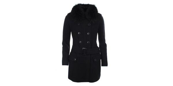 Dámsky čierny dvojradový kabát s kožúškovým golierom Phard