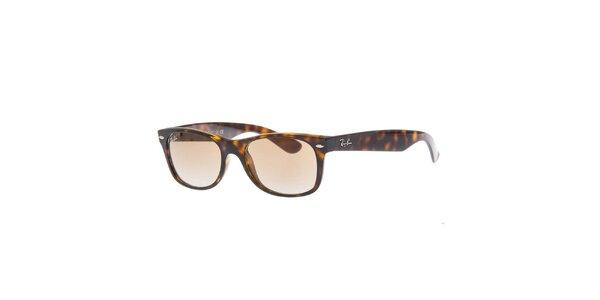 Oválne slnečné okuliare so žihaním Ray-Ban