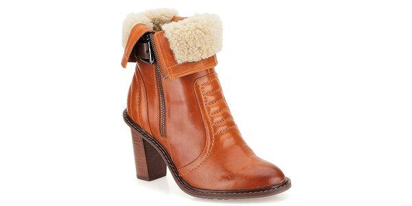 95d5b96b0f6a Dámske hnedé kožené topánky na opätku s kožúškom Clarks