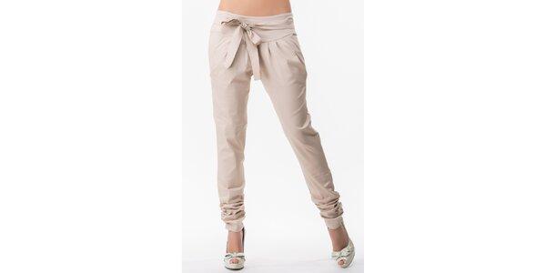 Dámske béžové nohavice s nariasenými nohavicami Sixie
