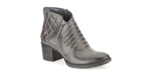 f01c89994229 Dámske tmavo šedé členkové topánky s dekoratívnym prešívaním Clarks