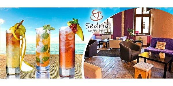 Svieže miešané drinky alebo vínko v Caffe Bar Sedria