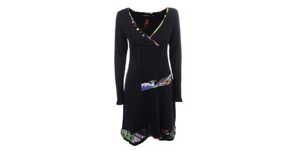 Dámske čierne šaty s farebnými gombíkmi Dislay DY Design