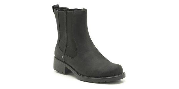 Dámske čierne topánky s elastickou vsadkou Clarks