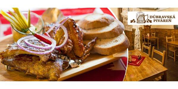 Bravčové rebierka, kuracie krídelká a chlieb