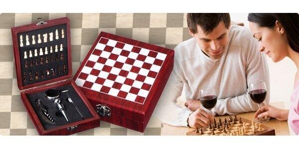 6,20 eur za darčekovú kazetu s príslušenstvom na víno i šach so zľavou 53%!