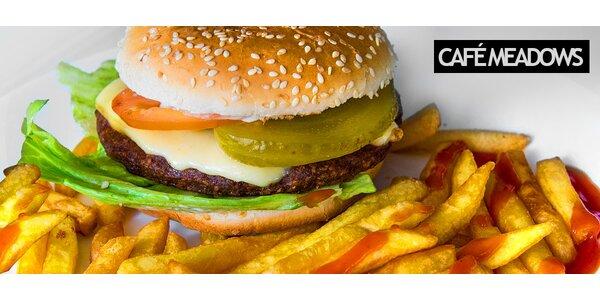 Americký hamburger s hranolčekmi
