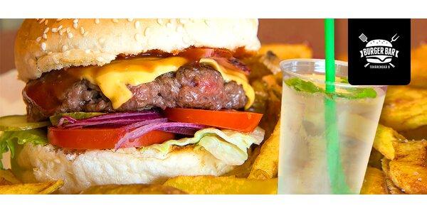 Poctivý hamburger s domácimi hranolčekmi a limča