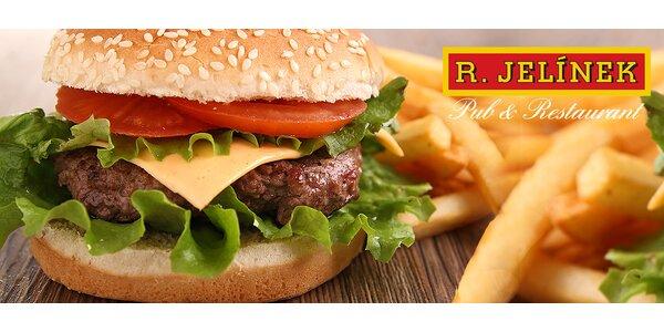 Domáci burger s hranolčekmi a omáčkou v centre