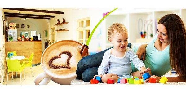 Letné nápoje, káva a detské kútiky plné hračiek
