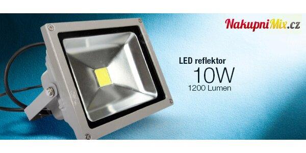 Úsporný LED reflektor