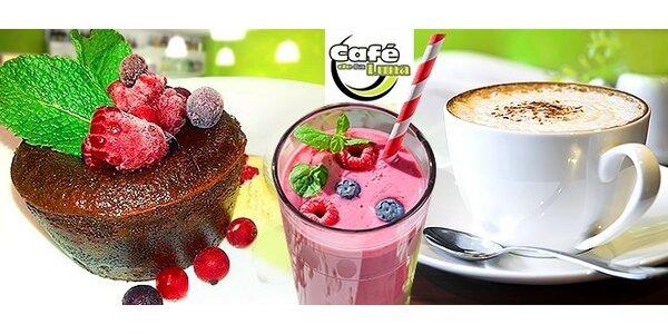 Káva a výborný koláčik alebo zdravé smoothie