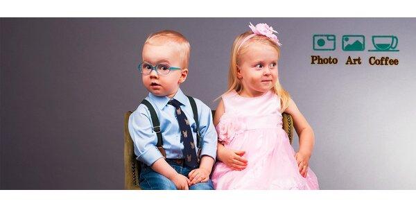 Fotografovanie detí v štýlovom ateliéri, kaviarni