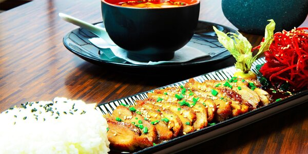 Tradičná japonská polievka a kačka Teriyaki