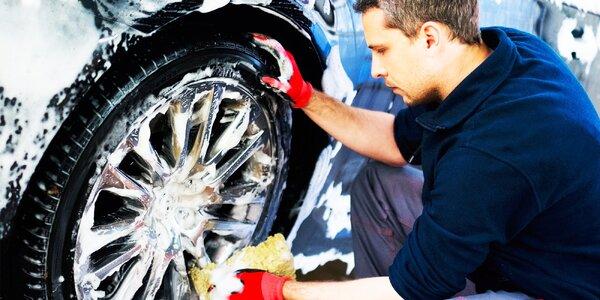 Kompletné umytie vášho automobilu s voskovaním