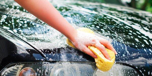 Vytepovanie sedačiek a ručné umytie auta