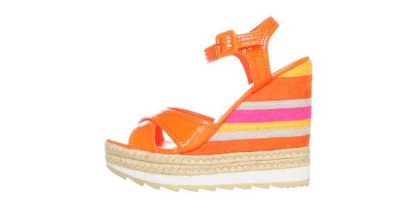 Dámske pomarančové lakované sandále na pruhovanom podpätku GAS