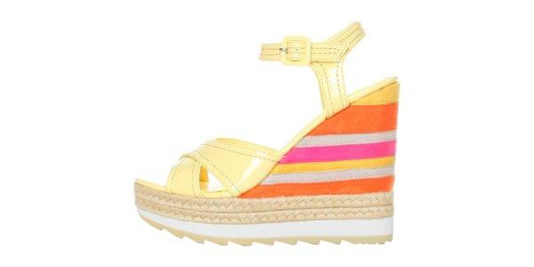 Dámske vanilkové lakované sandále na farebnom pruhovanom podpätku GAS